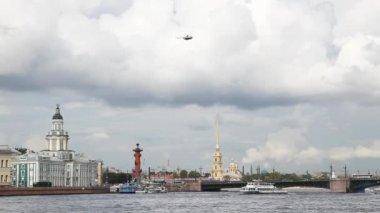 Petropavlovskaya fortress and the Palace bridge — Stok video