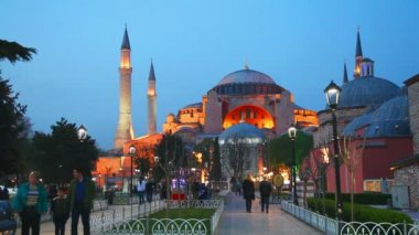 Hagia Sophia with tourists — Stok video