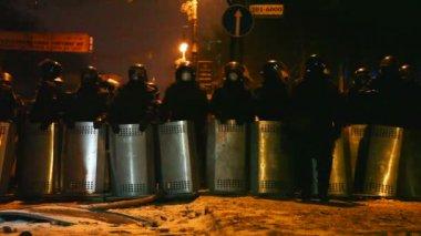 Polícia de choque na rua hrushevskogo — Vídeo stock