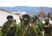 Russian soldiers on march in Perevalne, Crimea — Stock Photo