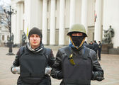 Two protesters in front of the Ukrainian parliament — Stock Photo