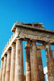 パルテノン神殿アテネ、ギリシャのアクロポリスの麓で — ストック写真