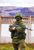 Russian soldier guarding an Ukrainian naval base in Perevalne, C — Stock Photo