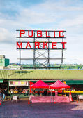 Famous Pike Place market sign in Seattle — Stockfoto