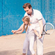 Instructor teaching a child how to play tennis — Stock Photo