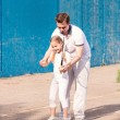 Instructor teaching a child how to play tennis — Stock Photo #26008053