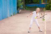 Adorable niño jugando al tenis — Foto de Stock