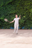 Expressive young man playing tennis — Стоковое фото