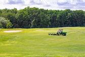 Caldo verde ondulado perfecto en un campo de golf — Foto de Stock