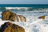 Sea, big wave and splashes over the stones — Stock Photo