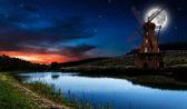 夜に古い風車 — ストック写真
