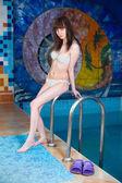 スイミング プールの魅力的な女の子 — ストック写真