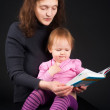 Mother with daughter reading book — Stock Photo