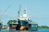 Nave scientifica in bacino di carenaggio — Foto Stock
