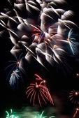 Listras de fogo de artifício na noite — Fotografia Stock