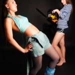 tehlike kız chainsaw ile — Stok fotoğraf