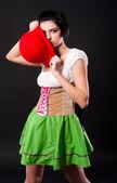 Niemiecki ładna dziewczyna obejmuje kapelusz — Zdjęcie stockowe