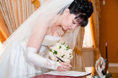かなりの花嫁署名文書 — ストック写真