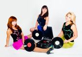 Three pretty girls with gramophone — Stock Photo