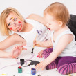Pretty young mother and daughter drawing — Stock Photo