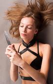 Bıçak ile çekici kız — Stok fotoğraf