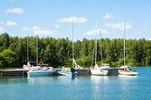 ボートやヨット古い桟橋で — ストック写真