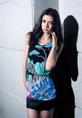 Mooi meisje in jurk — Stockfoto