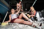 Sexy women washing car — 图库照片