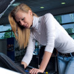 Young woman at broken car — Stock Photo #4242291