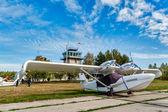 小さな空港に小さい飛行機 — ストック写真