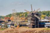 风车在 nizhnaya sinyachikha。俄罗斯 — 图库照片