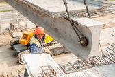 Workers mount bridge span — Stock Photo