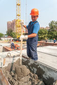 Worker kneads solution for bricklayers — Stockfoto