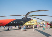 Persone esplorare l'elicottero mi - 10k — Foto Stock
