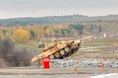 Tank T-90S movement — Stock Photo