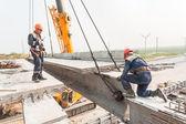 Workers establish bridge span — Stock Photo