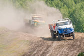 Trucks racing on unpaved track — Stock Photo