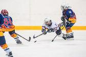 Spel tussen kinderen ijshockey teams — Stockfoto