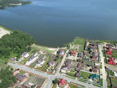 Aerial view onto private houses on bank of lake — Stock Photo