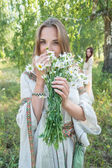 Beautiful blonde woman with bouquet of camomiles — Stock Photo