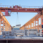 Slinger with crane operator work — Stock Photo #50093587
