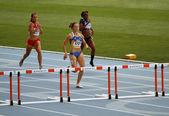 Athlètes à l'arrivée de la course de 400 mètres — Photo