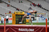 High jumper Maria Kuchina from Russia competes in the high jump on the 2012 IAAF World Junior Athletics Championships on July 15, 2012 in Barcelona, Spain. — Stock Photo