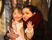 家庭瞬间-母亲和儿童有一个有趣的. — 图库照片