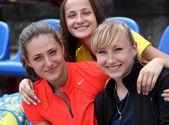 Kolesnichenko Olena with friends after the 400 meters hurdles race on Ukrainian Track Field Championships on June 01, 2012 in Yalta, Ukraine — Stock Photo