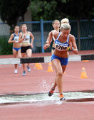 Girls compete in the 3.000 Meter Steeplechase. — Stock Photo