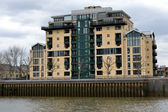 Modern Riverside Docklands Housing — 图库照片