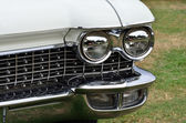Headlight and radiator grill on classic car — Stock Photo