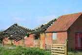 Collapsed roof and barn — Stock fotografie
