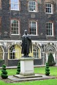 Statue of Lord Nuffield Guys Hospital — Stockfoto